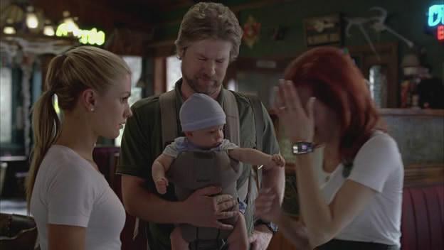 Arlene már tudja, hogy babája nagyon gonosz. Éppen Sookie gondolatolvasó képességeiben bízik, hogy erről megbizonyosodjon. De sajnos nem sikerül neki.