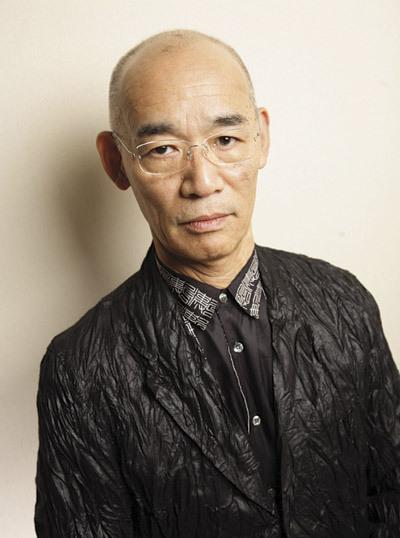Tomino Yoshiyuki leszólja a Shingeki no Kyojint, és egyenesen a pornográfia színvonalára süllyeszti le.