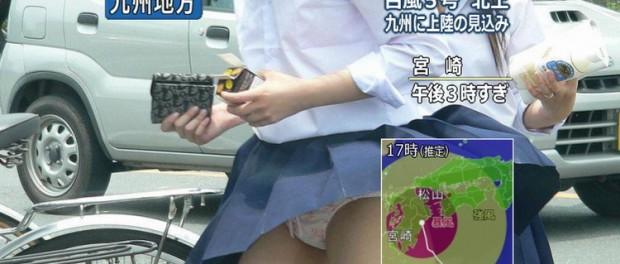 Könyörgöm, már a hírekben is pantsu shotolnak, hát még az animékben! Forrás: Danny Choo blogja (http://www.dannychoo.com/)