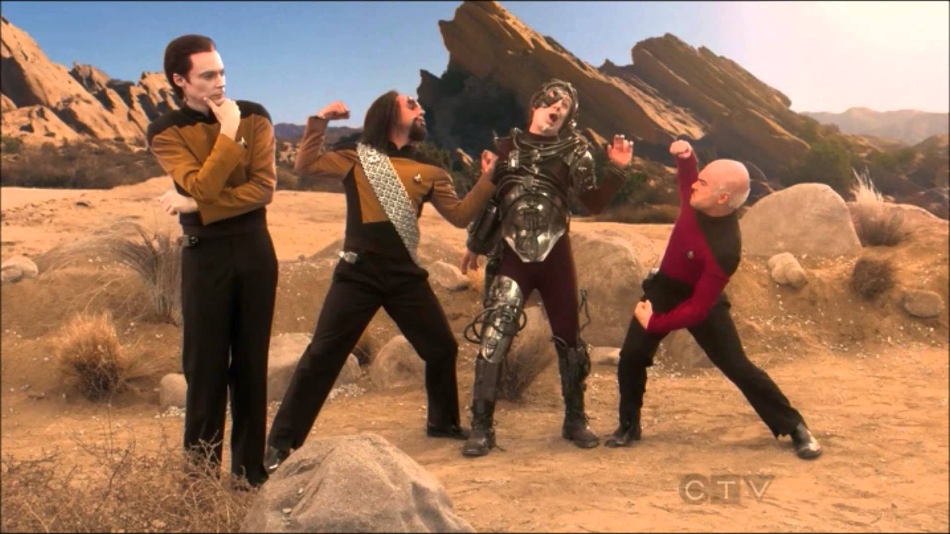 """A Big Bang Theory (Agymenők; 2007-) című amerikai sitcomban is többször """"cosplayeltek"""" a karakterek. Egyik legemlékzetesebb pillanatuk ez a Star Trek cp volt."""