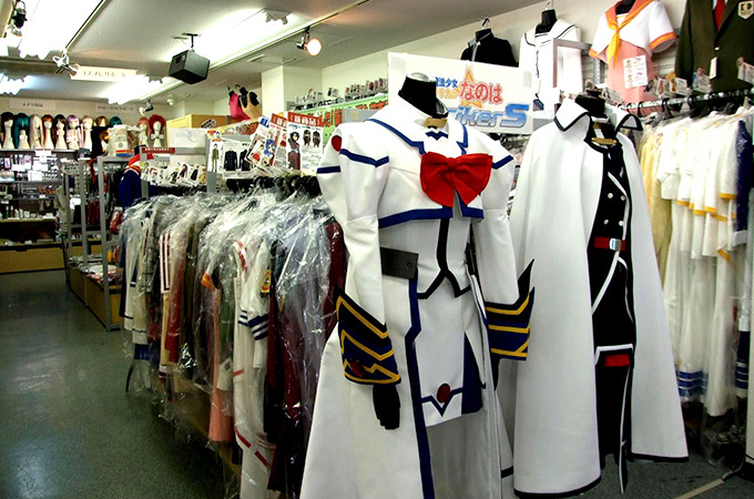 """Autentikus"" cosplay bolt Japánban. Forrás: http://dzt1km7tv28ex.cloudfront.net/static/sp/vj/a/a010b/top.jpg"