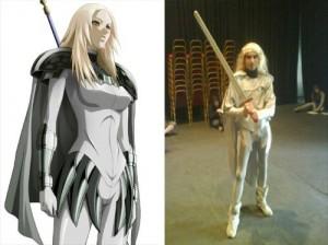Az említett Claymore cosplay fakarddal.